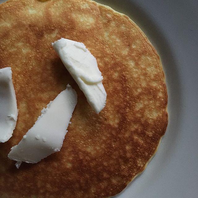 明日から熊本のフラベドで始まるエプロン商会の展示会に合わせて、7/8(日)細川亜衣さんがフルーツパンケーキの朝食をご用意してくださることとなりました。ご予約は不要ですので是非気軽にお出かけください。パンケーキ喫茶 for エプロン商会7/8(日) 9:00〜11:00熊本 フラベド・パー・リゼッタ にて