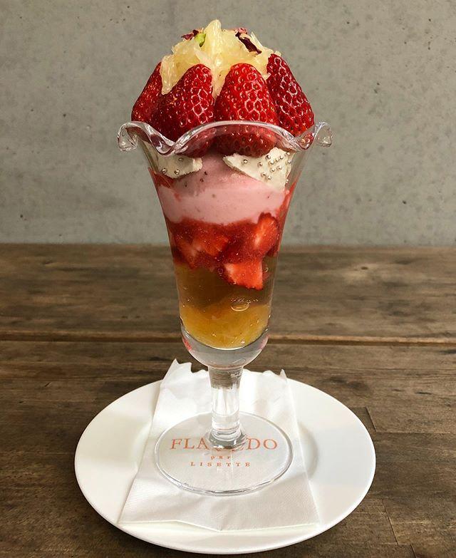 明日2/8からフラベドのパフェは「ローズと晩白柚のいちごパフェ」と「いちごのチョコレートパフェ」に替わります。ぜひお出かけください。